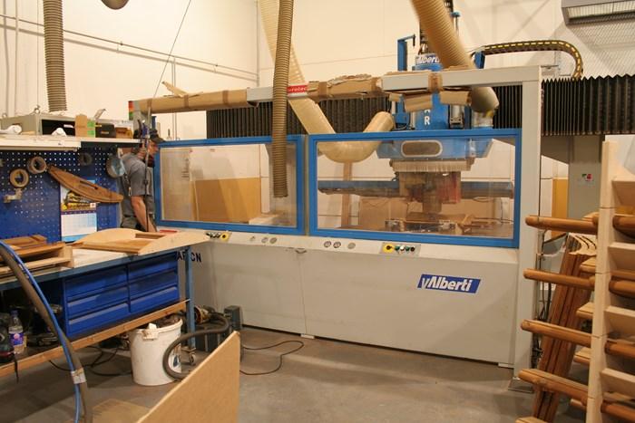 Tuotteemme valmistetaan omissa tiloissamme ja omilla koneillamme Korsnäsissä. Suuri osa tuotannosta toteutetaan CNC-työstökoneilla
